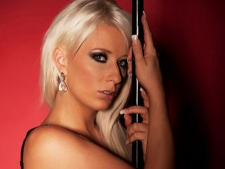BlondeIris - Striptease, photography and dance.