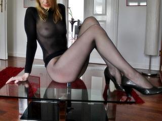 -Nylonfee- - Anal-Sex, Exhibitionismus, Fetisch, Oralsex, Outdoor, Live-Dates sind meine sexuellen Vorlieben!