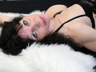 Wenn Sie meinem Chatroom besuchen, werden Sie einen süßen, wilden geile Frau treffen, ich werde Ihnen zeigen, verschiedene Arten von Stellungen und aufregende Liebesspiele - und ich werde Ihnen helfen, neue erotische Träume zu finden - und Phantasien - und machen sie wirlich Realität.