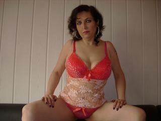 BustySandra - Anal-Sex, Devot, Dominant, Oralsex, Rollenspiele, Schlucken, Sexspielzeug, Voyeurismus sind meine sexuellen Vorlieben!