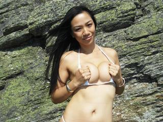 Super sexy Asiatin, 176 cm groß und mit geilem Hintern, wartet auf Dich!