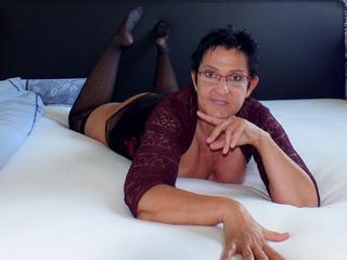 CurvyTina - outdoorsex und wo ein wille ist ist auch ein g....;-) ist meine Leidenschaft