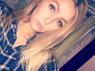 Ich bin eine junge Frau mit schönem Gesicht, verführerischen Augen, schlank und gebräunt. Komm in meinen Chat, ich warte auf dich.