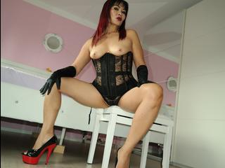 Wer hat lust von mir in meine gynostühl benütz zu werden und mich dienen dazu auch leck*en und mehr... ?? lust drauf..?? dann komm in mein chat für  m
