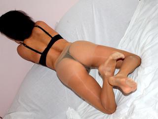 Geiles Miststück will Deine Sahne!!! Ich liebe heiße Unterwäsche, Heels, und bei mir bekommst Du alles, was Du sehen möchtest! ;-)