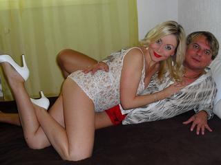 SexyCouple24 - Wir lieben sexuelle Experimente an ungewöhnlichen Plätzen, langen Sex unter der Dusche, und dort liebe ich den Oralsex, und wenn das Sperma auf mein Gesicht und meine Brüste kommt. Komm zu uns, für eine geile Show.