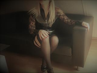 Ich bin ein süßes, versautes Früchtchen, das gerne vernascht wird.  Würde mich freuen, wenn ich Dich mal kennenlernen dürfte. ;-)  Lass Dich von mir sanft, aber nachdrücklich in die bizarre Welt einführen.  Wenn Du geil bist, dann lass uns doch gemeinsam unsere Lust befriedigen, und schau in meinem Chat vorbei.