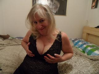Männer haben das Feuer erfunden - Frauen wie man damit spielt. ;-) - Magst Du reife, erotische Ladies? Hier erwartet Dich genau diese Lady... mit dem vielleicht perfekten Abenteuer, und mit nur einem Klick wärst Du bei mir. Bis später... Bussi, freue mich auf Dich... smile.
