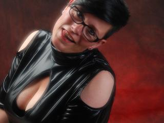 ....ich bin die  Nina ! Meine sexy Stimme , die dicken T*tten und natürlich  meine anderen heißen Gebiete werden Dich noch geiler machen !! Schau mal rein bei mir;-) CAM AN = F*tze nass
