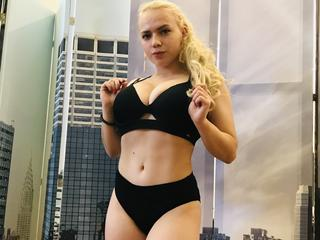 BlondieBom - dancing, flirting, to perform my body and shake my curves