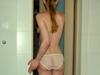 first time here - Sex, sport, fun - Imagine bra strap slowly falling off my shoulder ... your consciousness will excite the sexual curves of my body.I suggest you admire me) - Alter: 35 / Schütze - Größe: 174 / schlank - Geschlecht: weiblich - Ausrichtung: heterosexuell - Haare: blond / sehr lang - Piercing: keins - BH-Größe: A - Hautfarbe: weiss - Augen: grau - Rasur: teilrasiert
