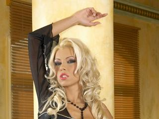 NikkiBlonde - Hey I`m Nikki Blonde...yeah the `Nikki Blonde`. If you like to see me stream and live just come to my room and chit-chat with me.
