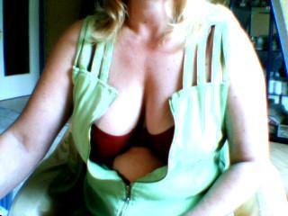 LotusBluete44 - Anal-Sex, Dominant, Fesselspiele, Natursekt, Oralsex, Outdoor, Parkplatz-Sex, Schlucken, Wachs-Spiele, Live-Dates sind meine sexuellen Vorlieben!