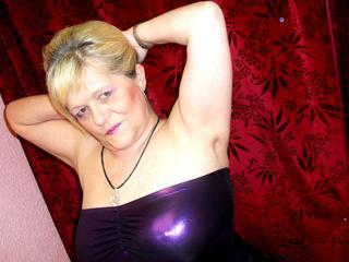 BettyX - Exhibitionismus, Oralsex, Sexspielzeug sind meine sexuellen Vorlieben!