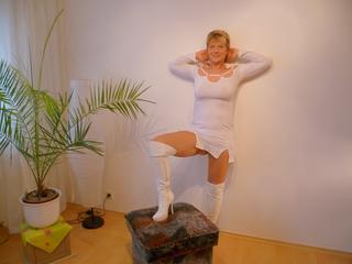SexyGiulia - Natur sinnlich erleben, Tanzen, Musik hören und Shoppen. Den Rest frag mich einfach persönlich. ist meine Leidenschaft