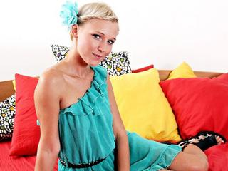 SweetBlondieNicol -  Uninhibited woman - needs you, now!