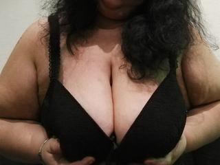 HotLady4You - Fetisch, Lack und Leder, Oralsex, Parkplatz-Sex, Rollenspiele, Schlucken, Sexspielzeug, SM-Sex, Swinger, Live-Dates sind meine sexuellen Vorlieben!