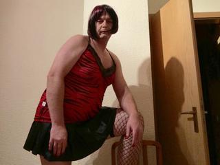 Alter: 52 / Zwilling - Größe: 183 / kr�ftig - Geschlecht: Transvestit - Ausrichtung: bisexuell - Haare: br�nett / kurz - Piercing: keins - BH-Größe:  - Hautfarbe: weiss - Augen: braun - Rasur: vollrasiert