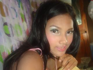 Alter: 24 / Steinbock - Größe: 162 / schlank - Geschlecht: weiblich - Ausrichtung: heterosexuell - Haare: schwarz / lang - Piercing: keins - BH-Größe: C - Hautfarbe: latina - Augen: schwarz - Rasur: vollrasiert