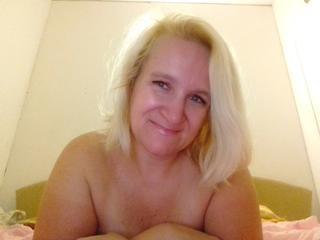 GeileMishell - Reisen, sex vor Cam, Mode, Radfahren - Ich bin geile Blondie. Ich liebe Sex vor der Cam, dabei biete ich dir geile Oral-Spiele, Nylons, Heels, sexy Unterwäsche und vieles mehr. Ich liebe Live-Orgasmus und sexy lautes Stöhnen :-).