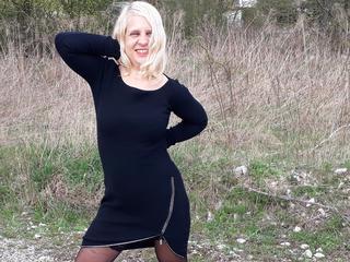 Hallo, ich freue mich auf eine geile Unterhaltung mit dir und zeig dir gerne mehr von mir :-) bis gleich!!!