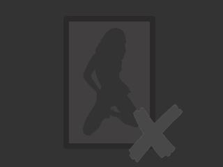 Hallo! Ich bin eine nette reife Frau mit vielen verrückten Ideen :) Bei mir gibt es keine Langrweile, also besuche mich jetzt! Ich zeige mich gerne in sexy Dessous oder auch nackt! ... diese Aussicht wird dich heiß machen. Dazu habe ich eine Überraschung (Spielzeug) für dich:)
